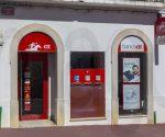 Filiale der Banco CTT in Lagoa ( Algarve / Portugal ). CTT ( Correios, Telegrafos e Telefones - Briefe, Telegrafen, Telefone ) Correios de Portugal ist die portugiesische Staatspost. Lagoa ( Algarve / Portugal ) *** Branch of Banco CTT in Lagoa Algarve Portugal CTT Correios Telegrafos e Telephone Letters Telegraphs Telephones Correios de Portugal is the Portuguese state postal service Lagoa Algarve Portugal